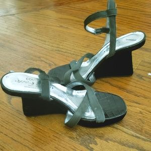 Pliner suede architectural marvel wedge sandals 8M